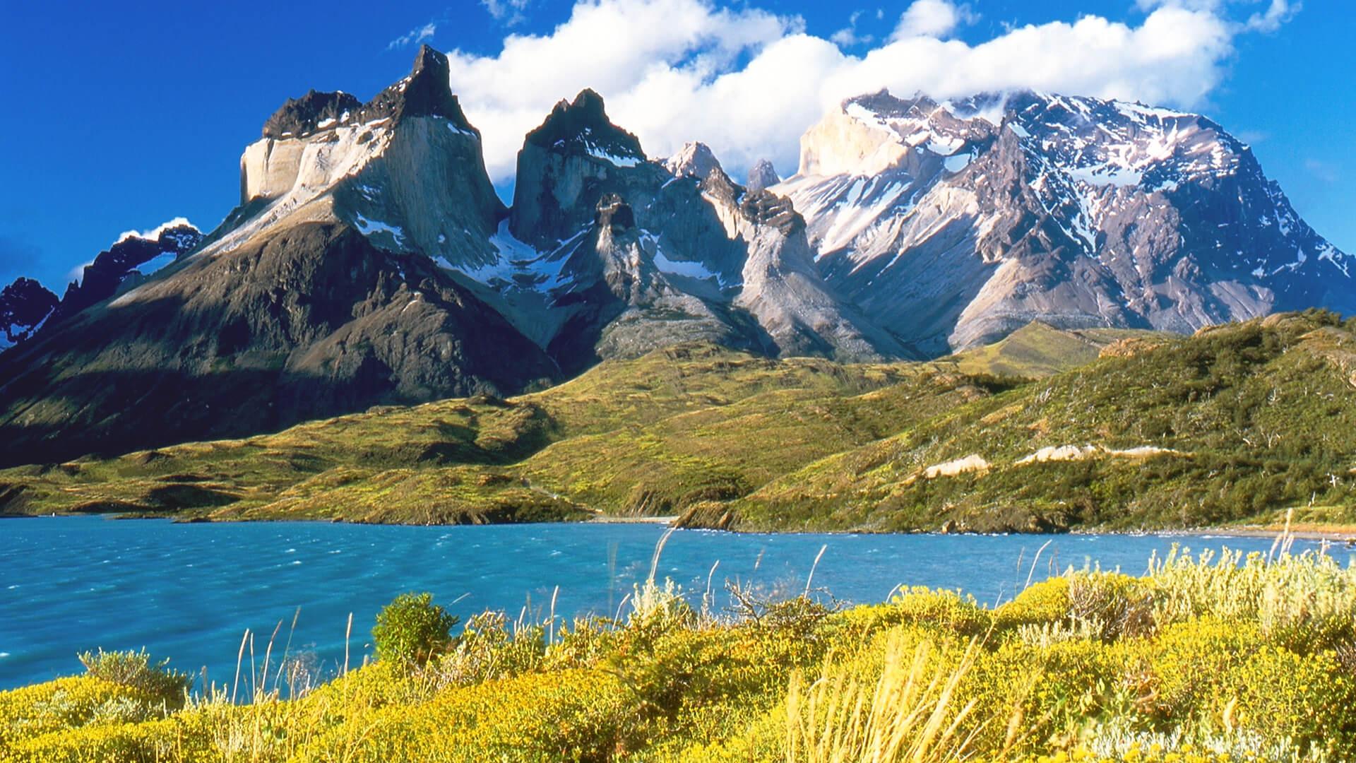 Cornes du Paine depuis le lac Pehoe en Patagonie